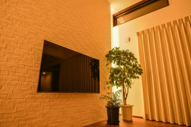 リビングに壁掛けテレビ